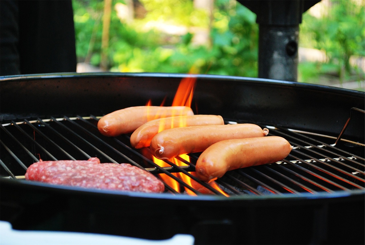 keep bugs out of your memorial day barbeque